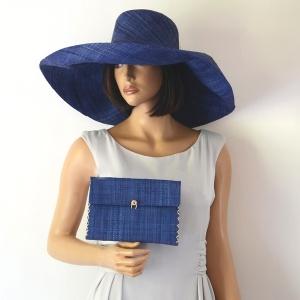 L'originalité vous tente ? Vous apprécierez peut-être le grand chapeau de cérémonie sur Acces-soirs.com
