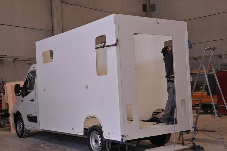 Carrosserie Ameline produce en Europa vehiculos para caballos de calidad